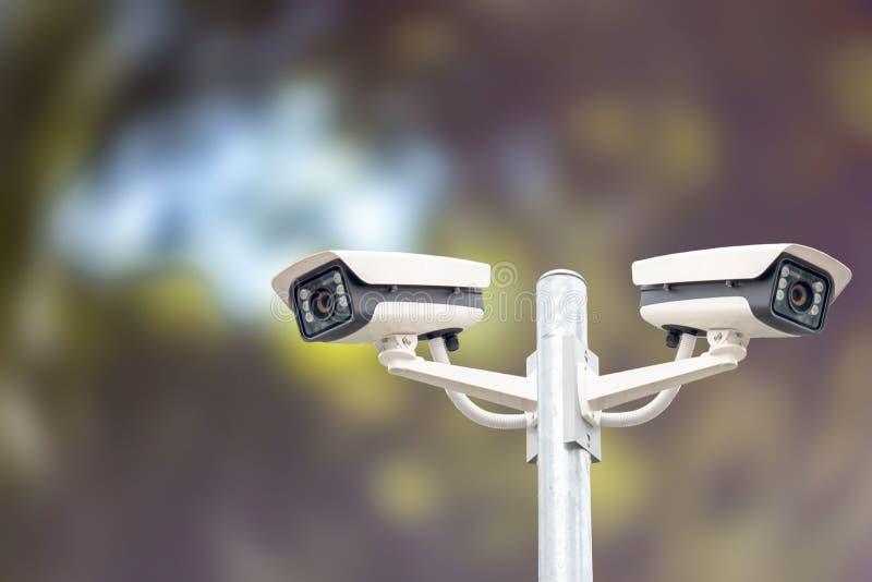 Cctv-Systeme auf Himmelhintergrund lizenzfreies stockbild