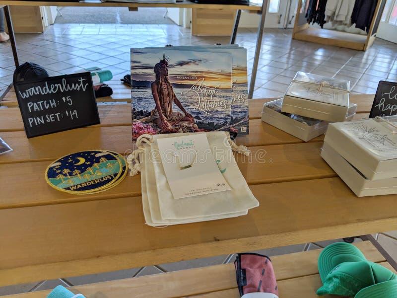 CD любов Noelani, заплата ювелирных изделий, Wanderlust и другая шестерня для продажи на Wanderlust стоковая фотография rf