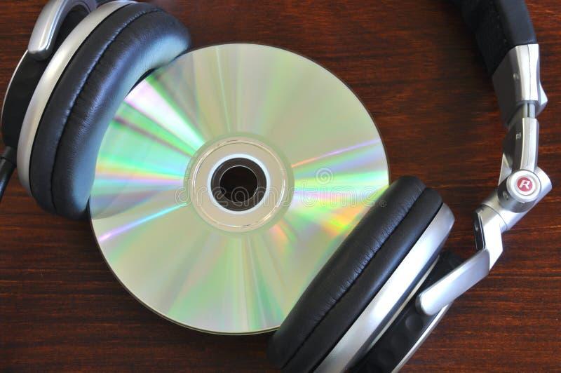 CD avec des écouteurs photographie stock