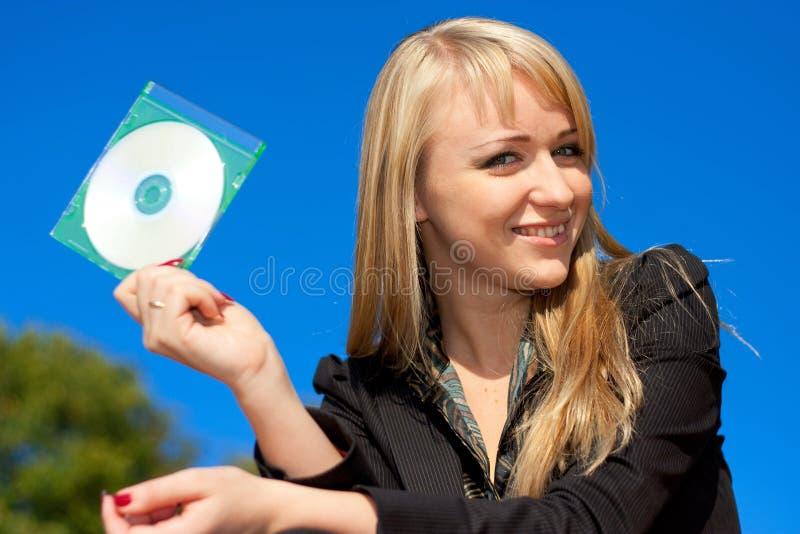 CD da terra arrendada da mulher de negócios imagem de stock royalty free