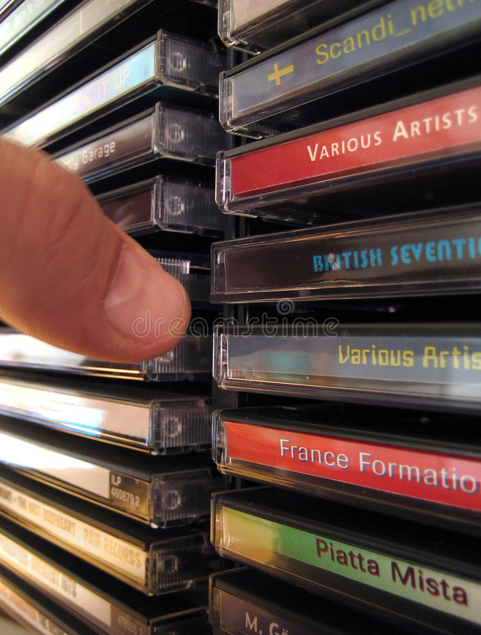 Download CD de Greep van het Rek stock foto. Afbeelding bestaande uit boekje - 282152