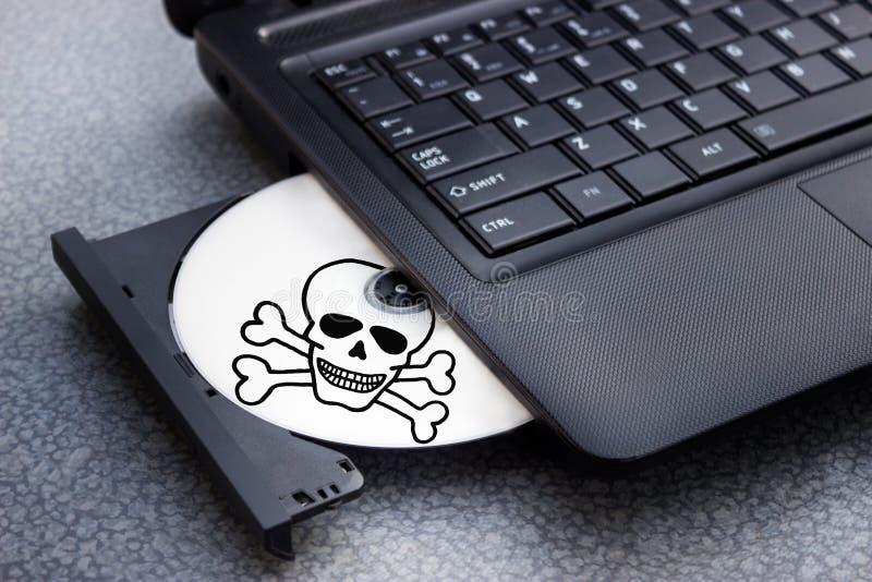 CD del peligro en la bandeja de ordenador portátil del ordenador fotografía de archivo