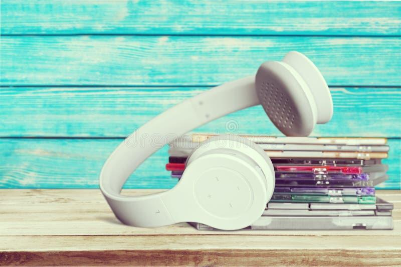 CD e fones de ouvido foto de stock