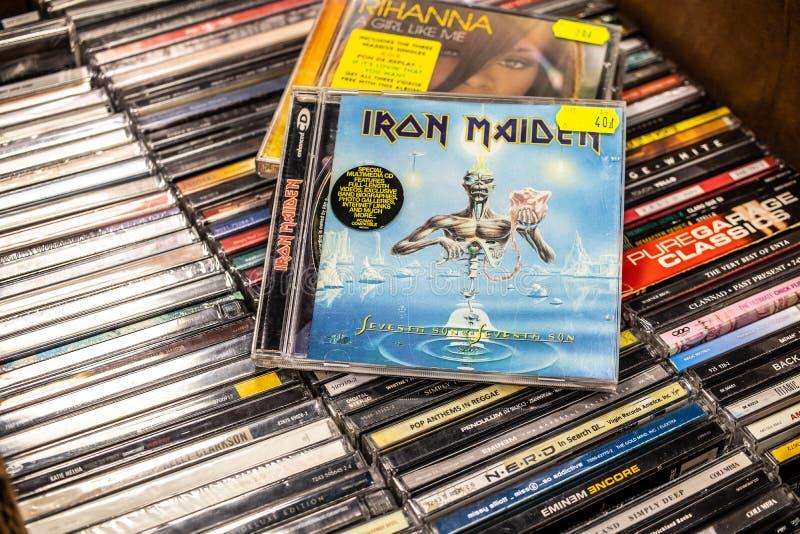 CD van het ijzermeisje album Zevende Zoon van een Zevende Zoon 1988 op vertoning voor verkoop, beroemde Engelse zwaar metaalband stock afbeelding