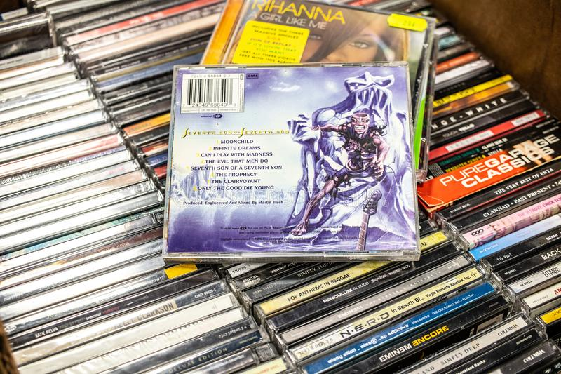 CD van het ijzermeisje album Zevende Zoon van een Zevende Zoon 1988 op vertoning voor verkoop, beroemde Engelse zwaar metaalband stock fotografie