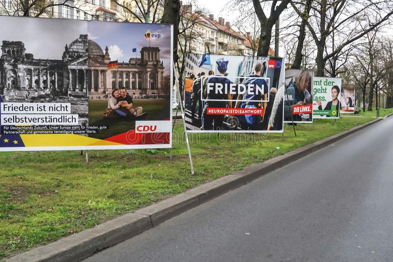 CDU, SPD, κύβος Linke και πολιτικές αφίσες πρασίνων συμμαχίας 90/The στοκ εικόνα με δικαίωμα ελεύθερης χρήσης