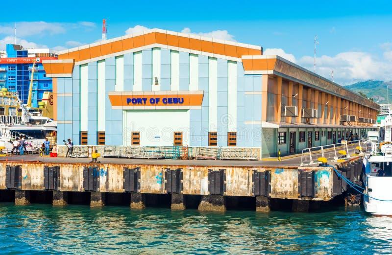 CEBÚ, FILIPINAS - 23 DE FEBRERO DE 2018: Vista de la fachada del edificio del puerto de la ciudad Copie el espacio para el texto imágenes de archivo libres de regalías