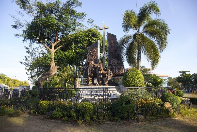Cebú, las Filipinas - 22 de marzo de 2018: monumento cristiano de los misionarios en parque histórico fotografía de archivo libre de regalías