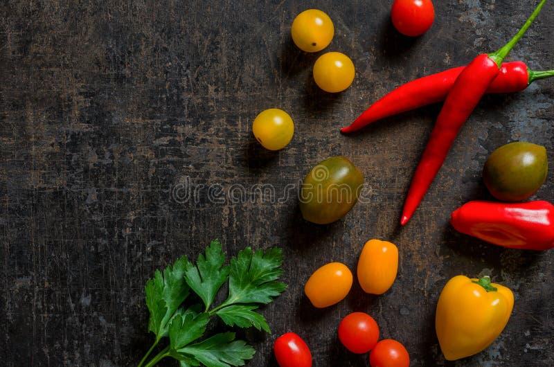 Cebola, cebolas da mola e pimentões dos pares imagem de stock