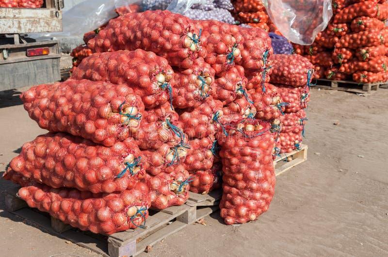 Download Cebolla Fresca Para La Venta En El Mercado Agrícola Imagen de archivo - Imagen de cocina, maduro: 44853821