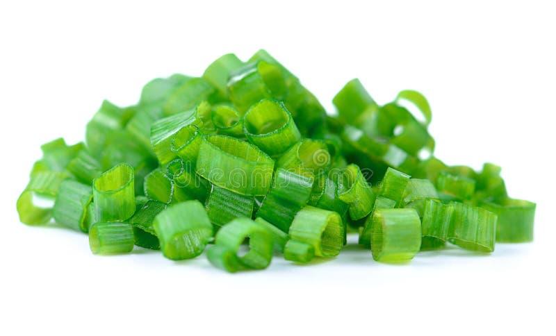 Cebolla verde aislada en el fondo blanco imagenes de archivo