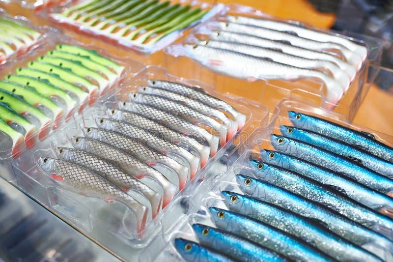 Cebos de pesca plásticos suaves en cajas fotos de archivo libres de regalías
