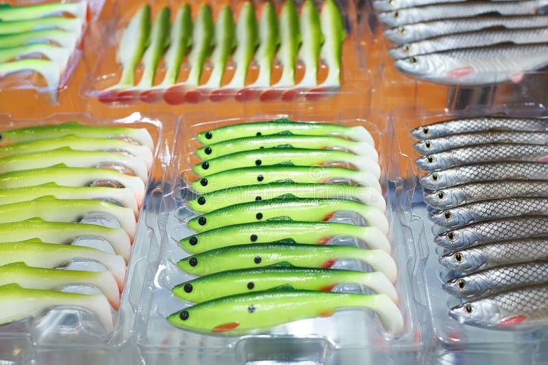 Cebos de pesca plásticos suaves en cajas fotografía de archivo