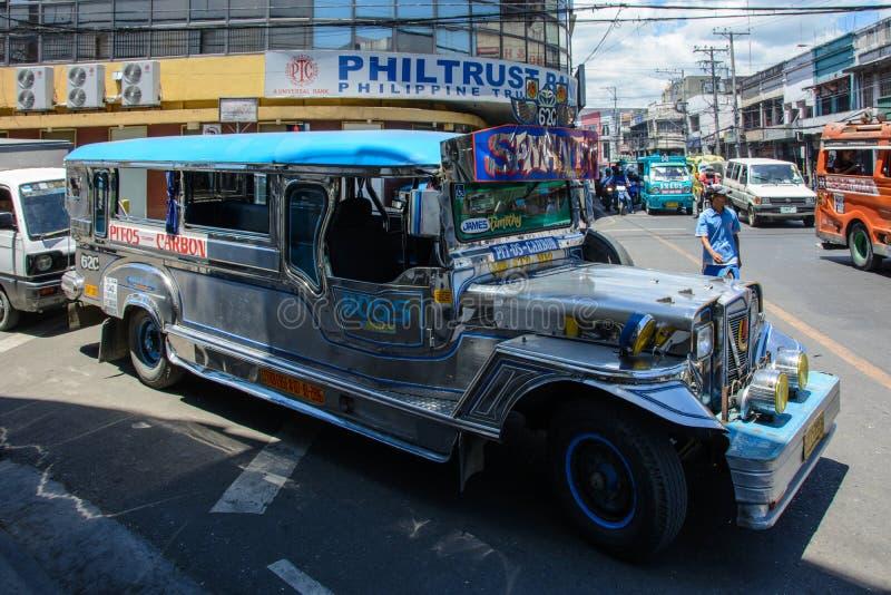 Cebu, Филиппины - 14-ое марта 2016: Национальный транспорт Филиппин - Jeepney стоковая фотография rf