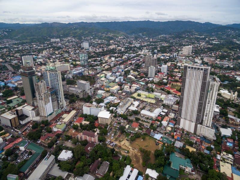 Cebu stadsCityscape med skyskrapa- och lokalarkitektur Landskapet av Filippinerna lokaliserade i den centrala Visayasen royaltyfri foto