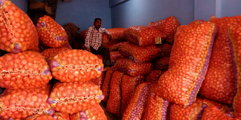 Cebulkowy hurtowy sklep przy Indiańskim wioski rolnictwa rynkiem obrazy stock