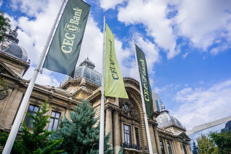 CEC Bank-Fahnen angezeigt vor den Institution ` s Hauptsitzen, Bukarest stockfotografie