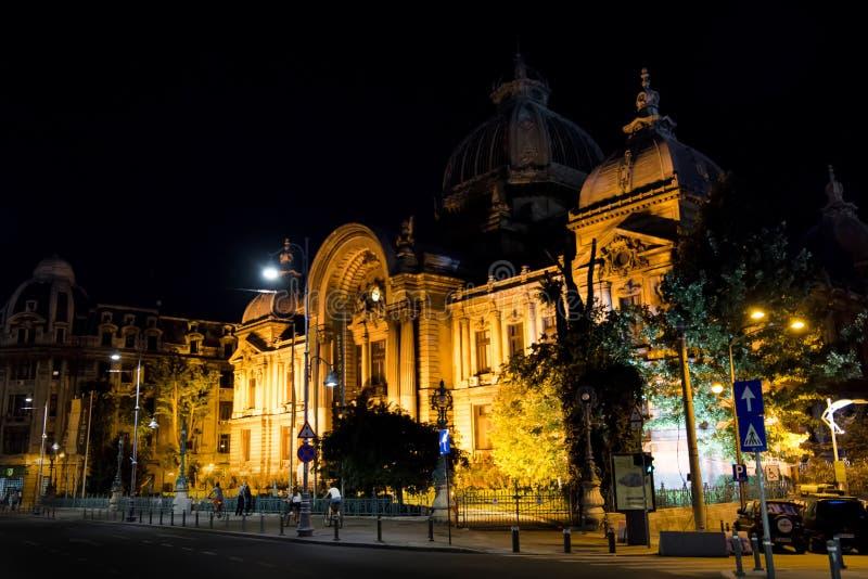 CEC Palace à Bucarest, Roumanie pendant la nuit image stock