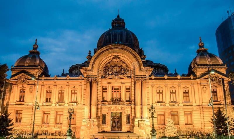 CEC Palace de Bucarest, Roumanie, nuit image stock