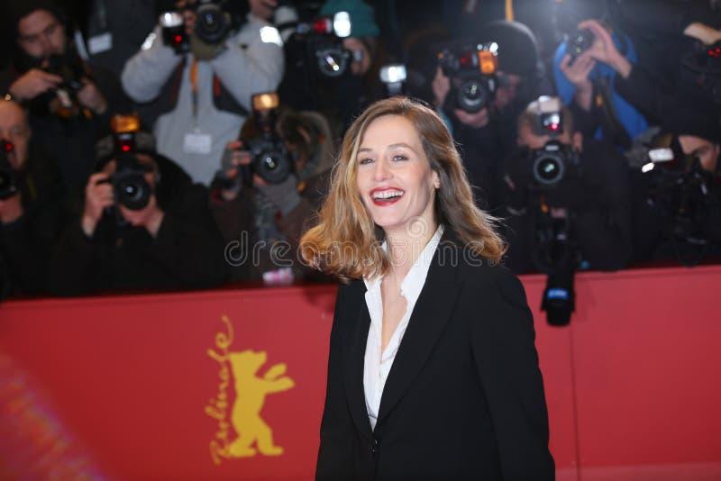 Download Cecile De Francja Pozy Na Czerwonym Chodniku Zdjęcie Stock Editorial - Obraz złożonej z kobieta, aktorka: 106916033