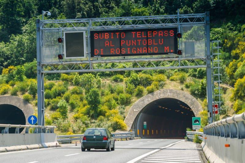 Cecina - Autobahn von Rosignano Solvay nach Livorno, Toskana, Ita lizenzfreie stockbilder