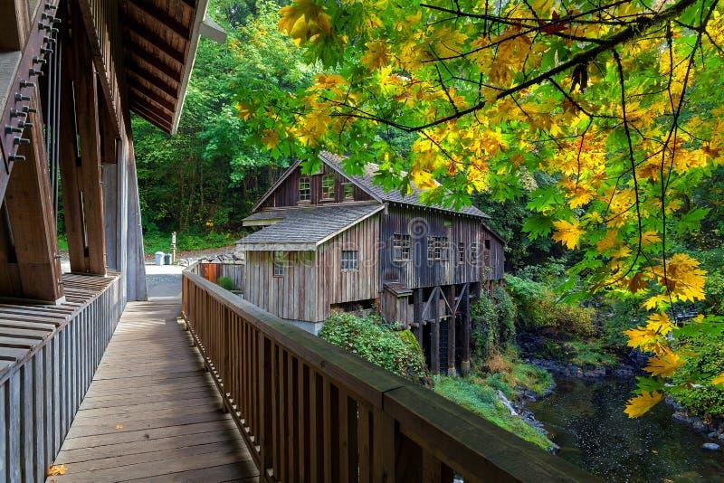 Cedar Creek Grist Mill i Washington State royaltyfri foto