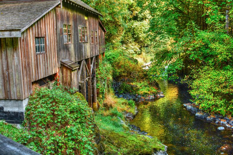 Cedar Creek Grist Mill - skogsmark, WA royaltyfri fotografi