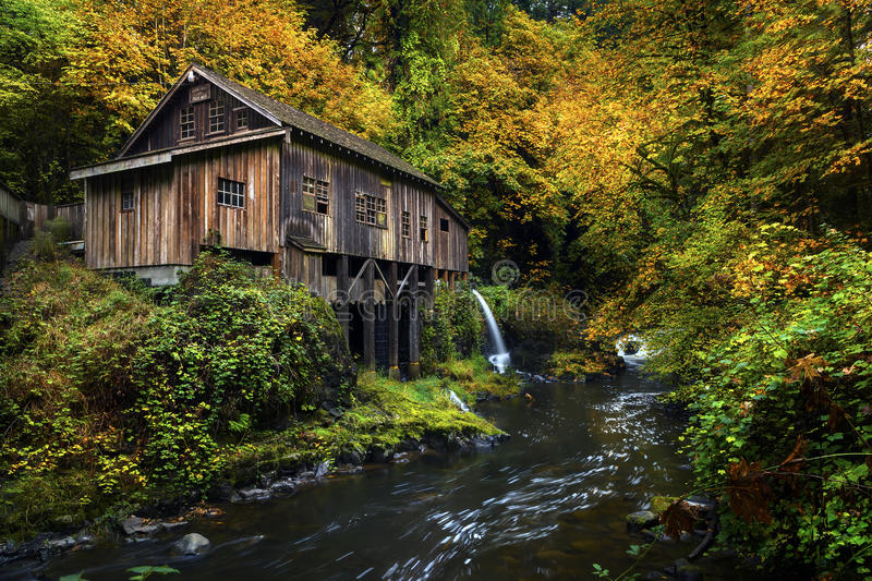 Cedar Creek Grist mill. The Cedar Creek Grist Mill in Washington in fall royalty free stock photo