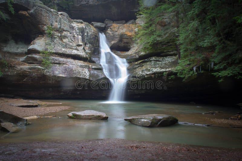 Cedar Falls en las colinas hocking imágenes de archivo libres de regalías