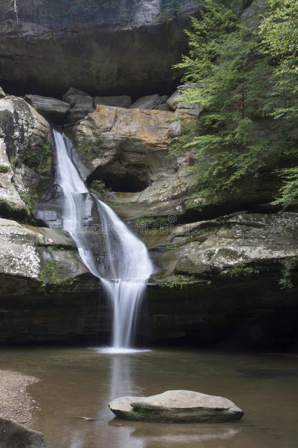 Cedar Falls na floresta do estado dos montes de Hocking foto de stock royalty free