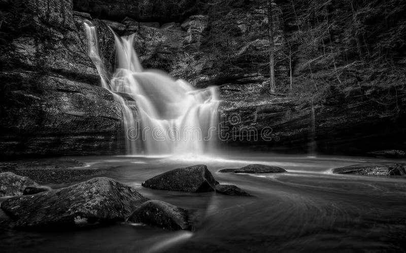 Cedar Falls Ohio Black e branco imagens de stock