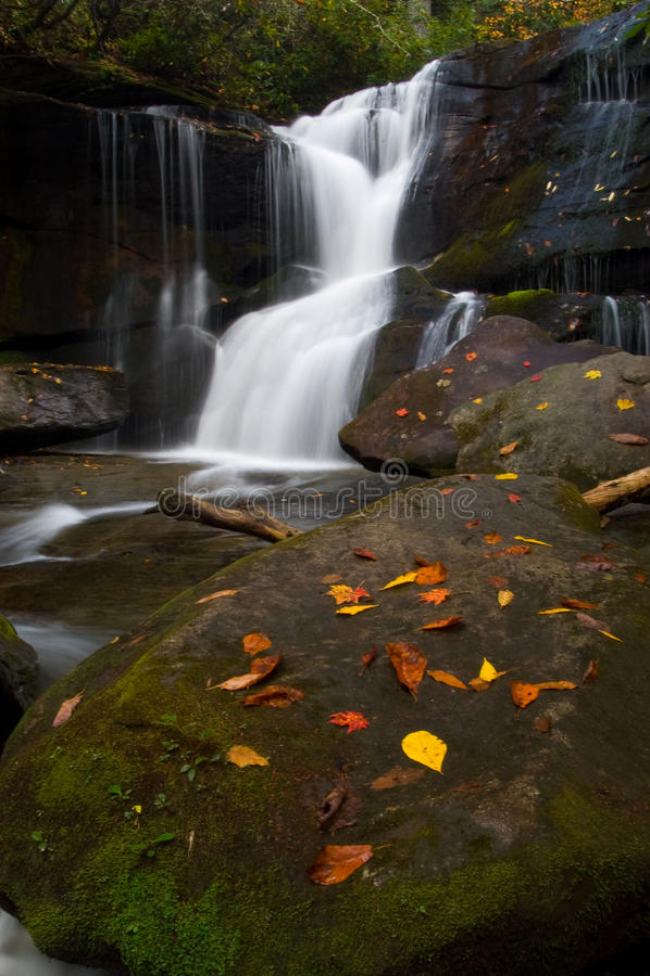 Cedar Rock Falls in autunno immagine stock libera da diritti