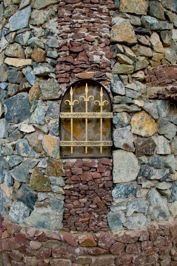 Cedazo en la pared de piedra fotografía de archivo libre de regalías