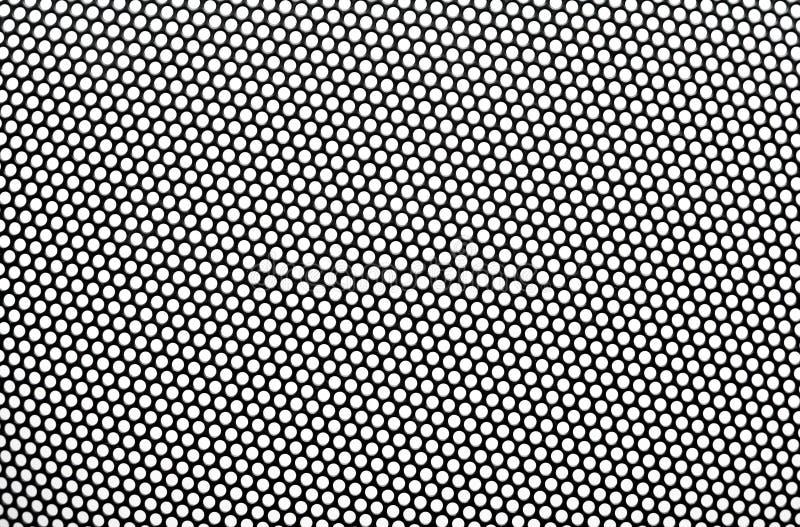 Cedazo negro del metal con las aberturas redondas. fotos de archivo