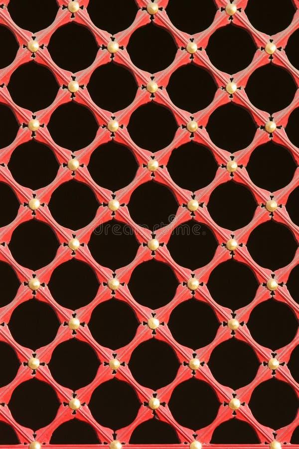 Cedazo rojo de la ventana fotografía de archivo libre de regalías