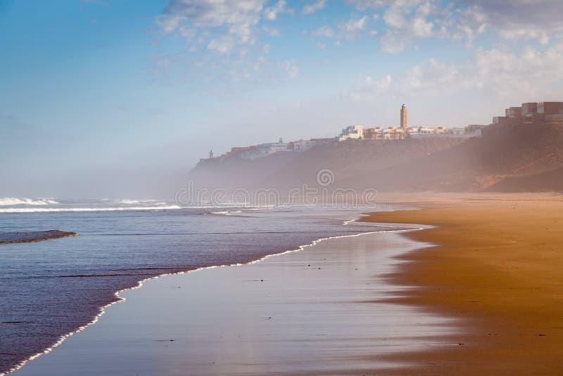 Cedo na manhã após a chuva na praia de Sidi Ifni imagens de stock royalty free