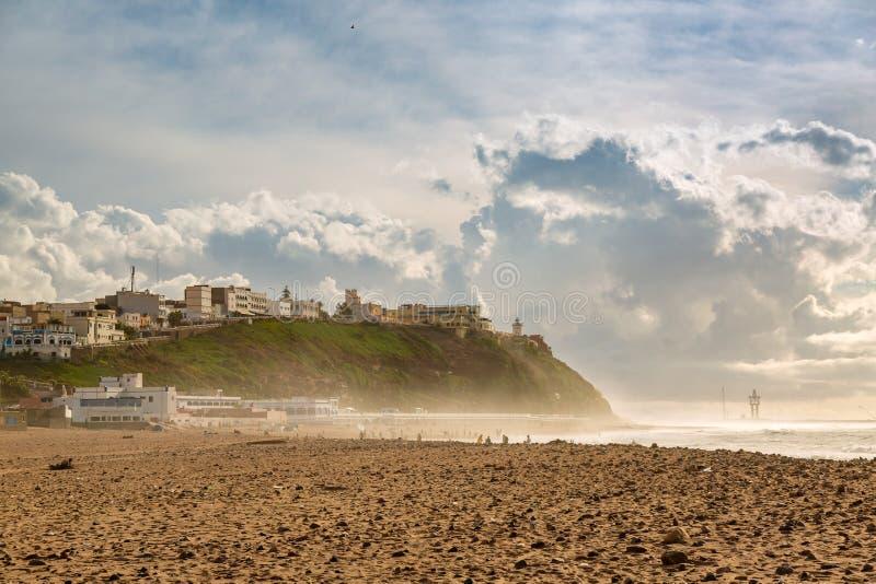 Cedo na manhã após a chuva na praia de Sidi Ifni foto de stock royalty free