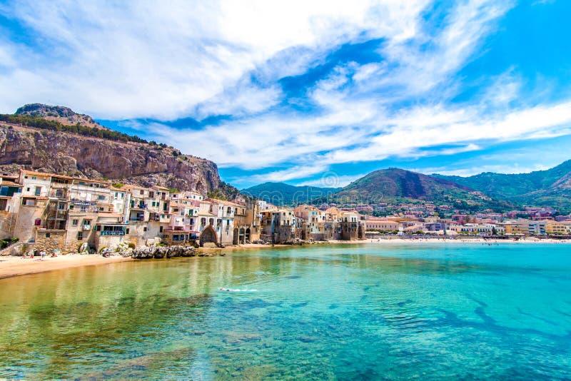 cefalu,在海的镇看法在西西里岛,意大利 库存照片
