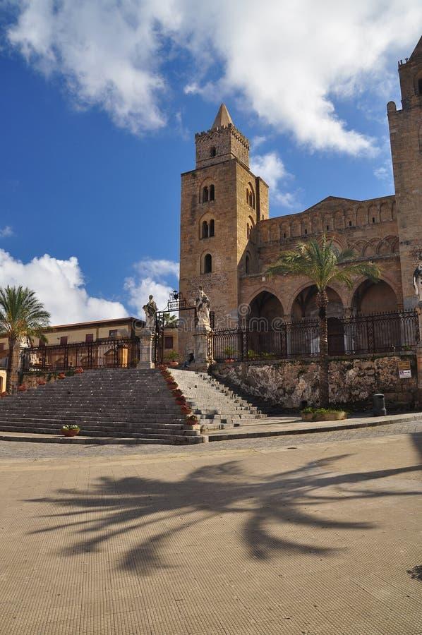 Cefalu,西西里岛,意大利 主要镇中心和大教堂 免版税图库摄影