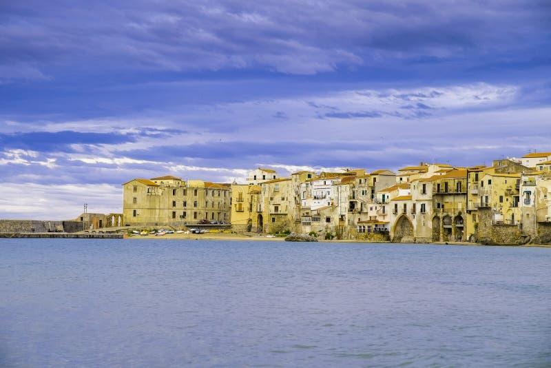 Cefalu, средневековая деревня острова Сицилии, провинции Палермо стоковое изображение rf