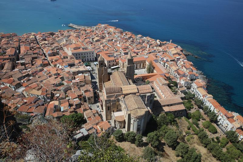 Cefalu en Sicilia Italia fotos de archivo