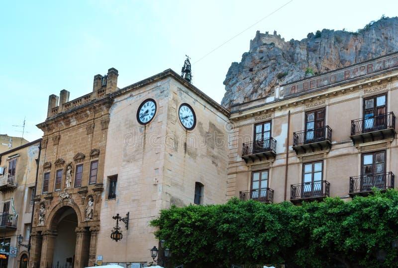Cefalu gatasikt Sicilien, Italien royaltyfria foton