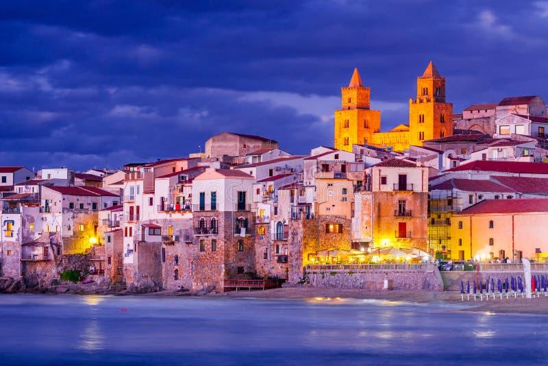 Cefalu, Liguryjski morze, W?ochy, Sicily zdjęcie royalty free