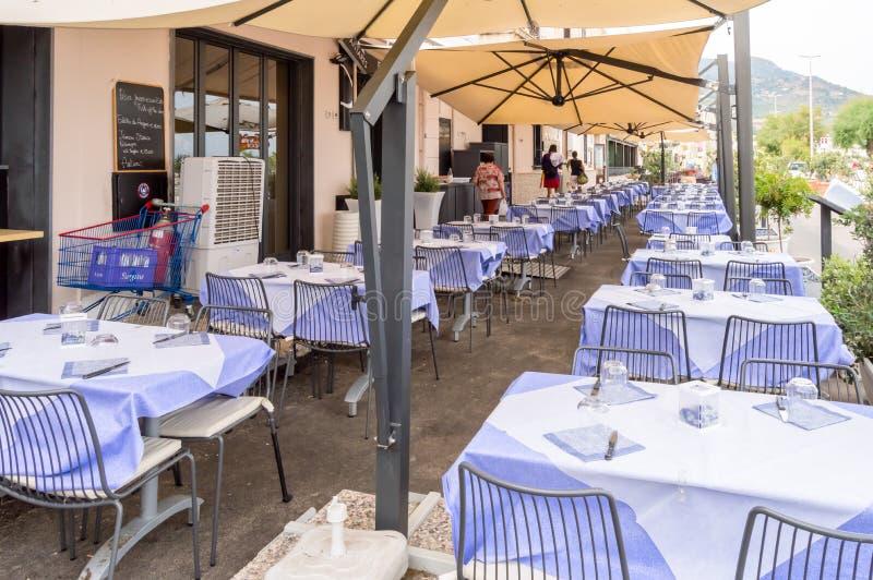 Cefalu Sicile, Europe-05/06/2018 Terrasstabell av en Cefalu restau arkivbilder