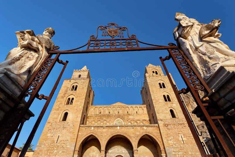 Cefalu, Sicilië, Italië - de kathedraal-Basiliek van Cefalu Duomo Di Cefalu is een Roman Catholic-kerk royalty-vrije stock afbeeldingen