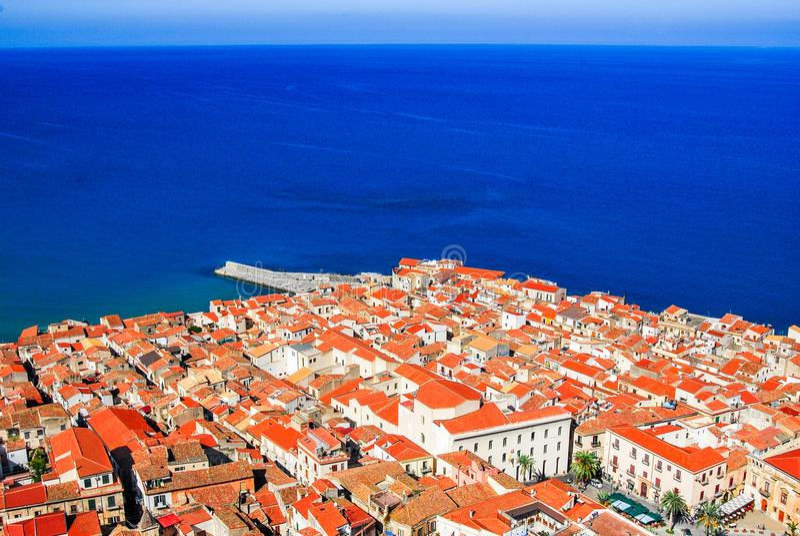 Cefalu, Włochy, Sicily - Liguryjski morze obrazy royalty free