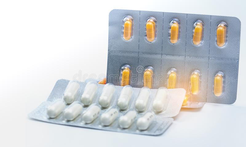 Cefixime和阿奇霉素胶囊在天线罩包装治疗淋病的 奈瑟菌属淋病治疗 抗菌药 库存照片