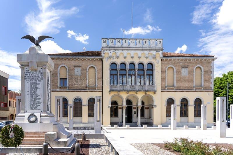 Ceggia San Dona di Piave, Venedig - kommun av Ceggia Italienskt stadshus Stadshus i Ceggia n?ra Venedig i Italien - Immagine royaltyfri fotografi