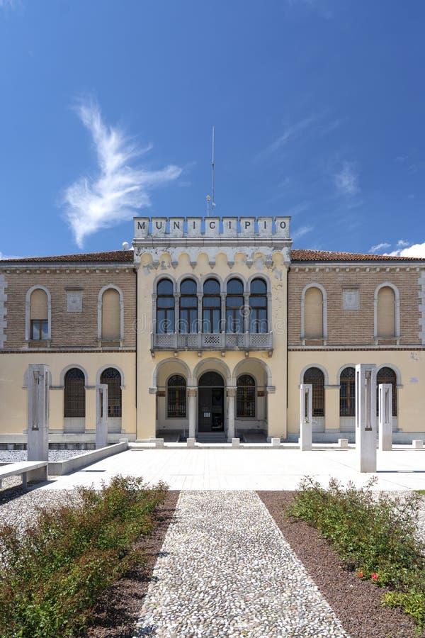 Ceggia San Dona di Piave, Venedig - kommun av Ceggia Italienskt stadshus Stadshus i Ceggia n?ra Venedig i Italien - Immagine arkivbilder