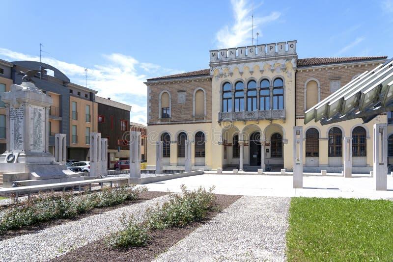 Ceggia, San Dona di Piave, Veneza - 16 de maio de 2019: a municipalidade de Ceggia r C?mara municipal em Ceggia perto de Veneza d imagem de stock royalty free
